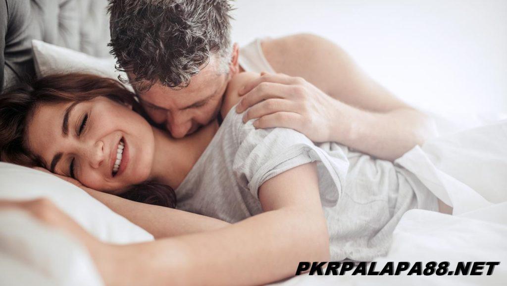 4 Manfaat Mendesah ketika Berhubungan Intim